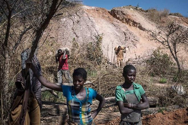 1193538_amnesty-international-rappelle-que-des-enfants-travaillent-pour-nos-smartphones-web-tete-021631199673_660x441p